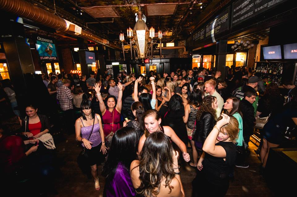 Djs live music 5 gastown places to get your groove on for Lamplighter gastown