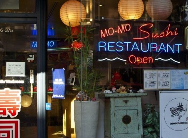 momo-suhsi-gastown-restaurant