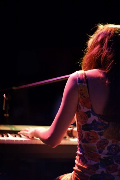 claire-mortifee-gastown-live-2