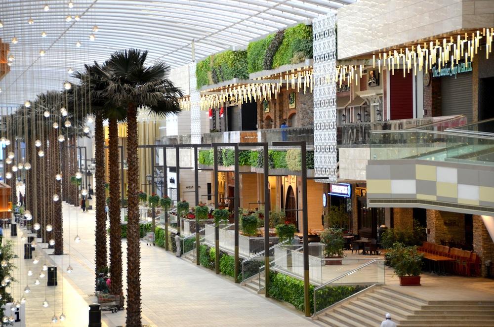 gsky-green-wall-versa-the-avenues-mall-al-rai-kuwait-2