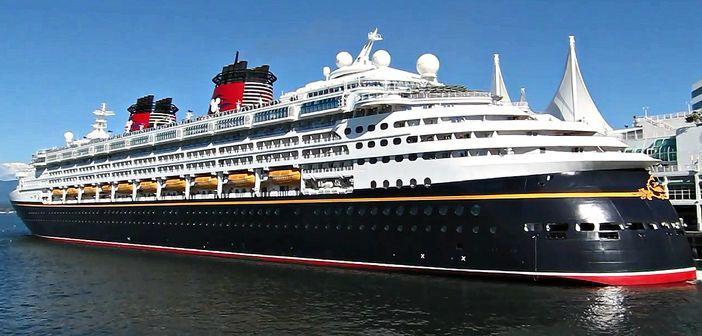 Disney-Wonder-docked-at-Vancouver-cruise-terminal