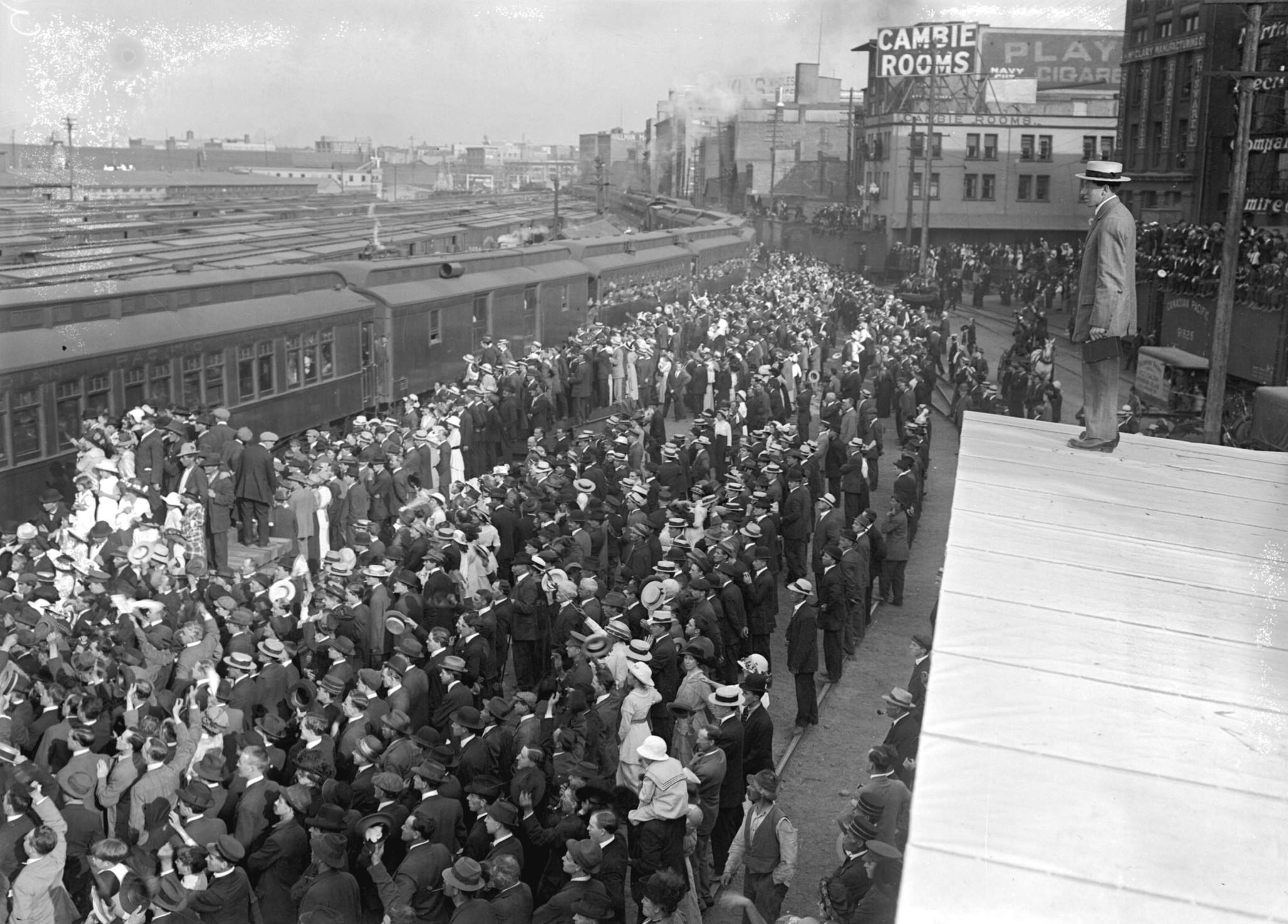 Military-Departure-1914